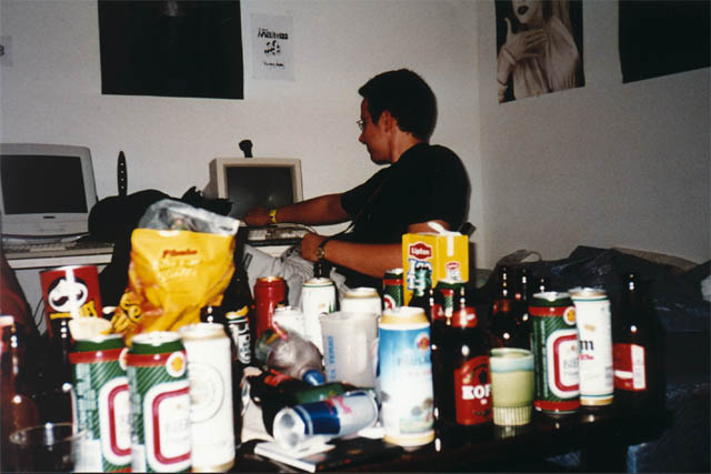 Noname showing demos on Amiga (in front: the mess after some days of partying) (52 kb)